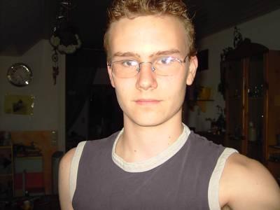 Jason, 27 Jahre aus 31606 Warmsen